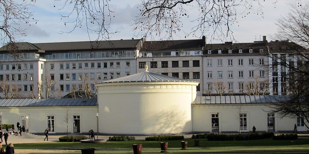 Elisenbrunnen, vom Elisengarten aus gesehen
