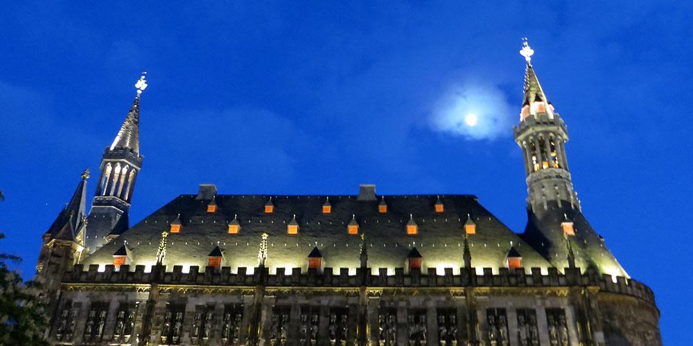 Rathaus bei Nacht